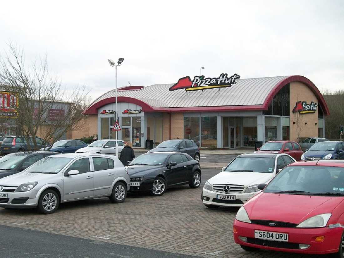 restaurants for or to let pizza hut cardiff cf5 6xw
